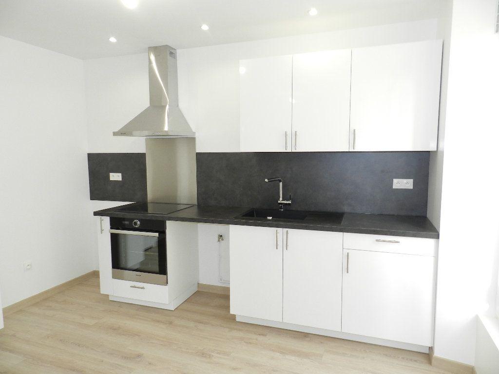 Appartement à louer 3 45.81m2 à Brie-Comte-Robert vignette-2