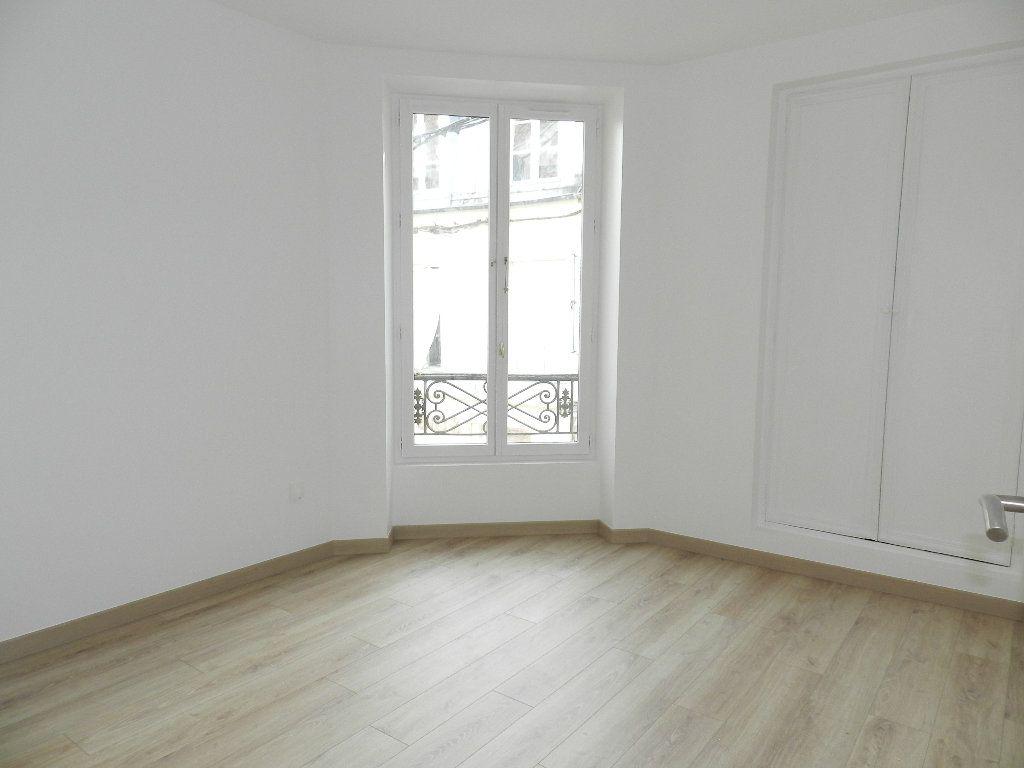 Appartement à louer 3 45.81m2 à Brie-Comte-Robert vignette-3