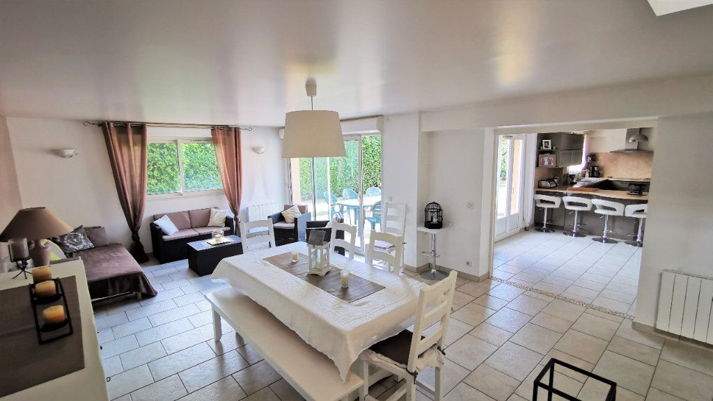 Maison à vendre 8 221.2m2 à Combs-la-Ville vignette-1