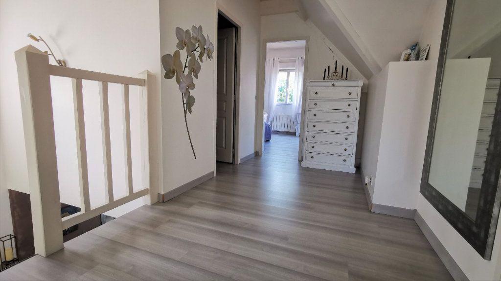 Maison à vendre 8 221.2m2 à Combs-la-Ville vignette-6