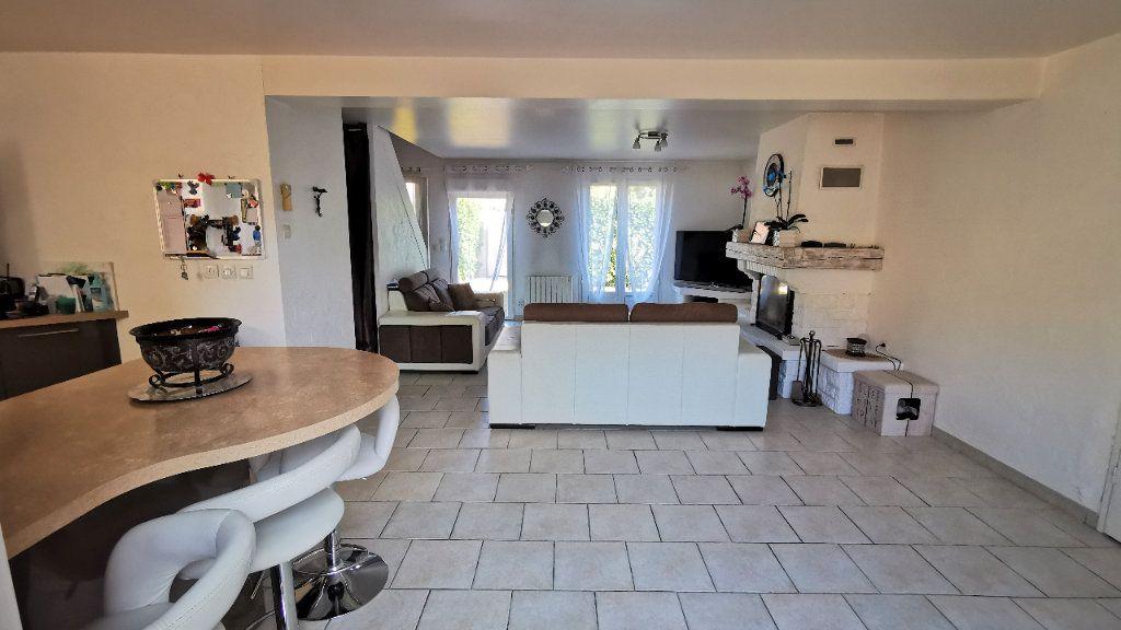 Maison à vendre 8 221.2m2 à Combs-la-Ville vignette-8