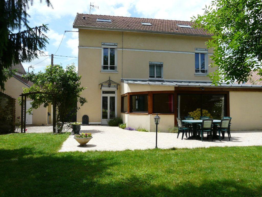 Maison à vendre 9 171m2 à Chaumes-en-Brie vignette-1