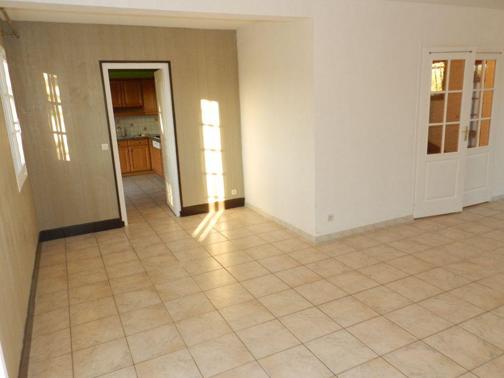 Maison à louer 6 128.04m2 à Grisy-Suisnes vignette-3