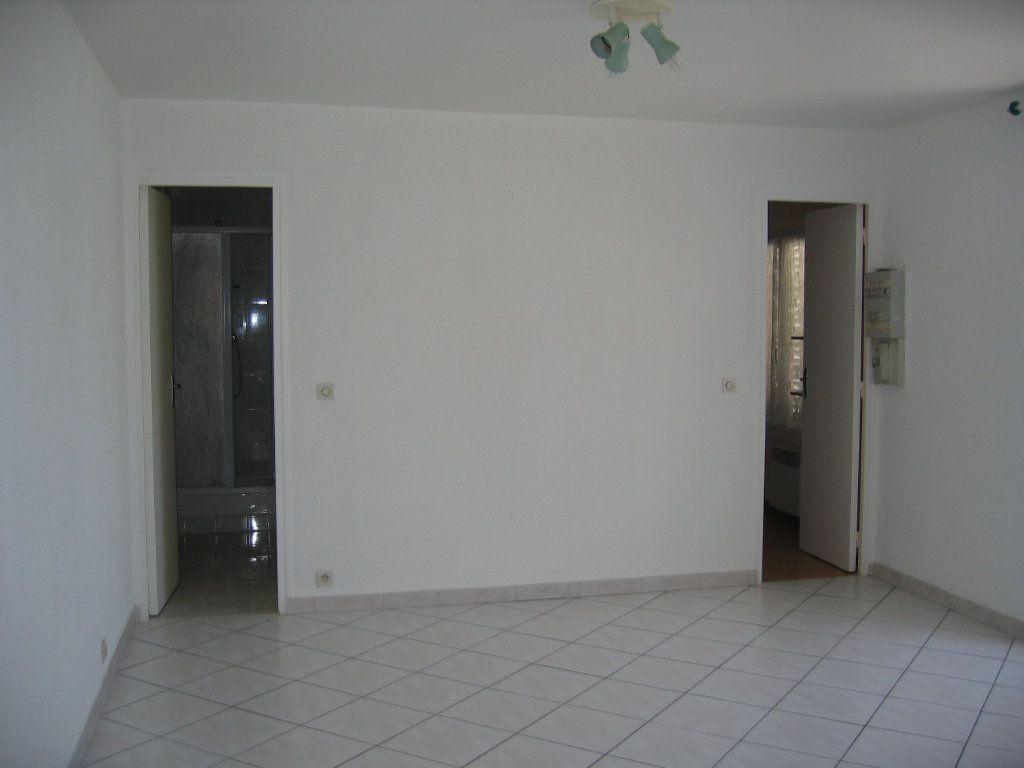 Appartement à louer 2 42m2 à Coubert vignette-4