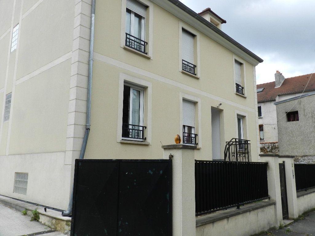 Appartement à louer 2 33.33m2 à Mandres-les-Roses vignette-1