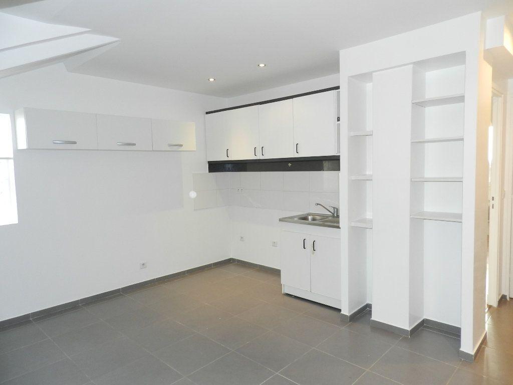 Appartement à louer 2 33.33m2 à Mandres-les-Roses vignette-3