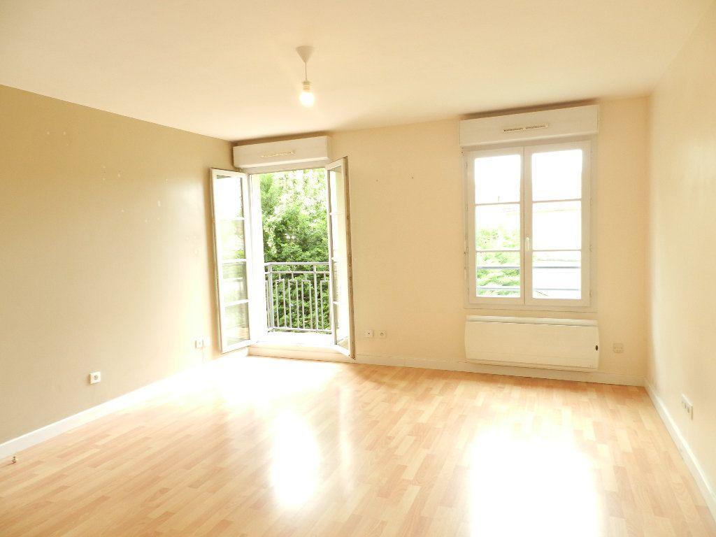 Appartement à louer 2 46.7m2 à Mandres-les-Roses vignette-1