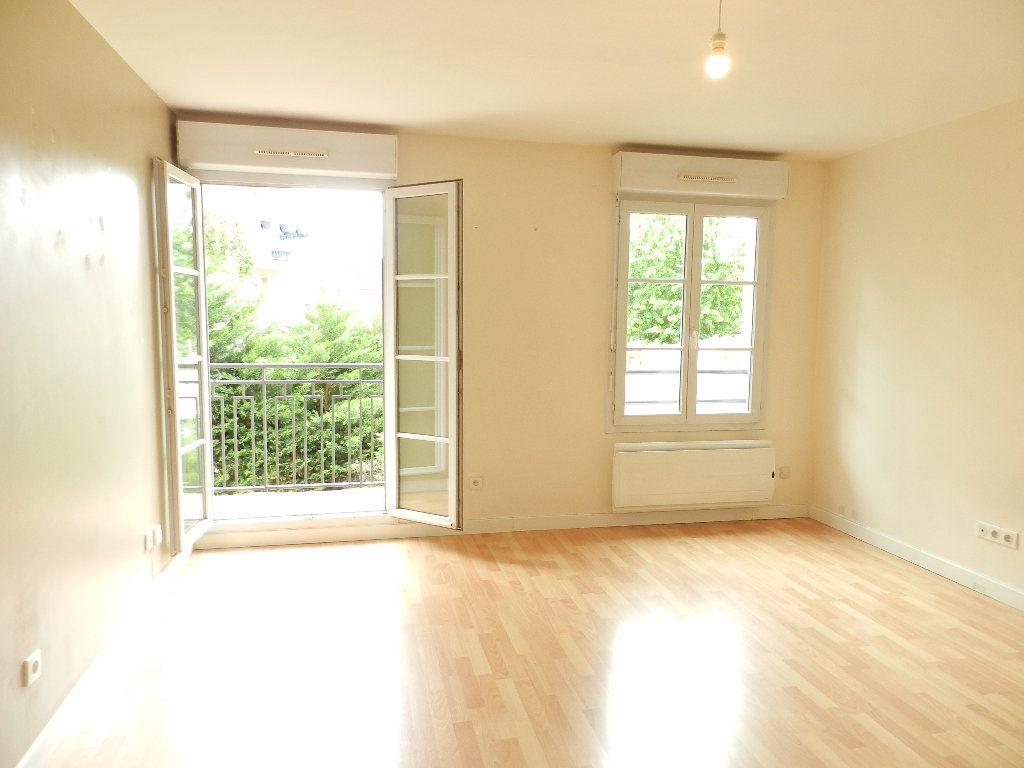 Appartement à louer 2 46.7m2 à Mandres-les-Roses vignette-2