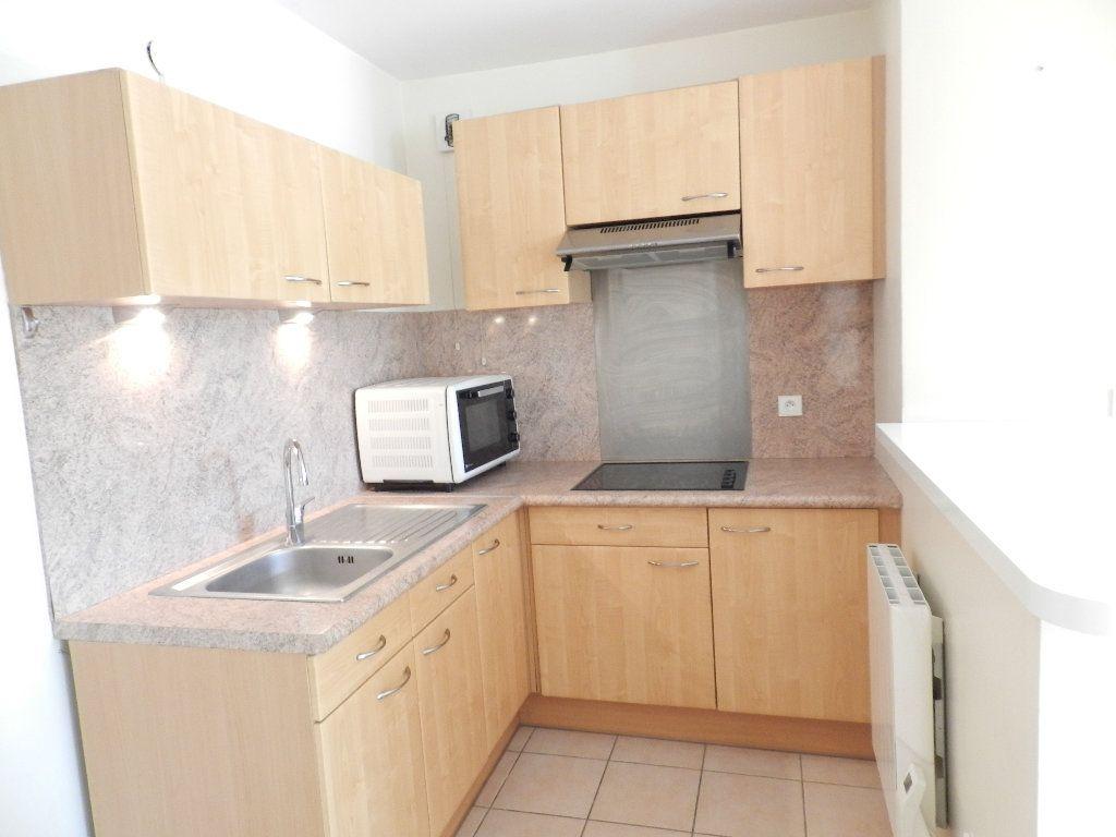 Appartement à louer 2 46.7m2 à Mandres-les-Roses vignette-3