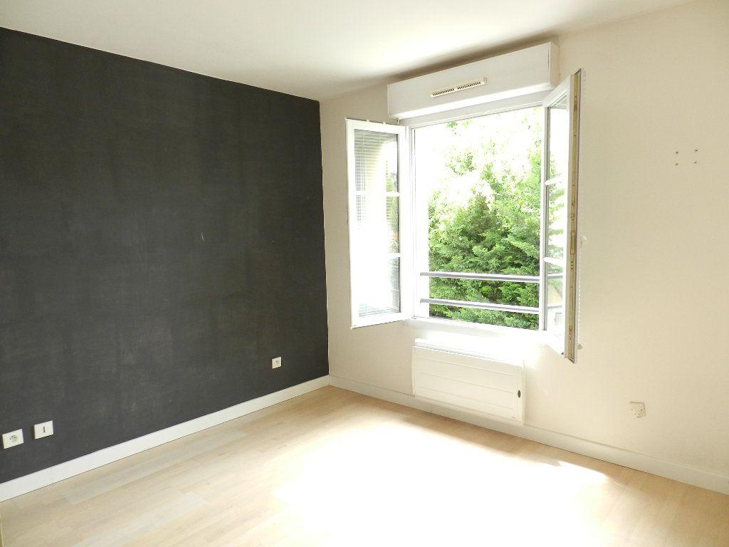 Appartement à louer 2 46.7m2 à Mandres-les-Roses vignette-4
