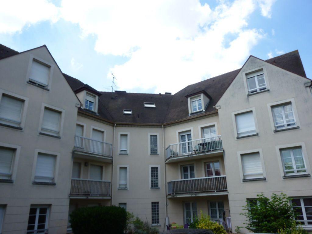 Appartement à vendre 1 28m2 à Brie-Comte-Robert vignette-1