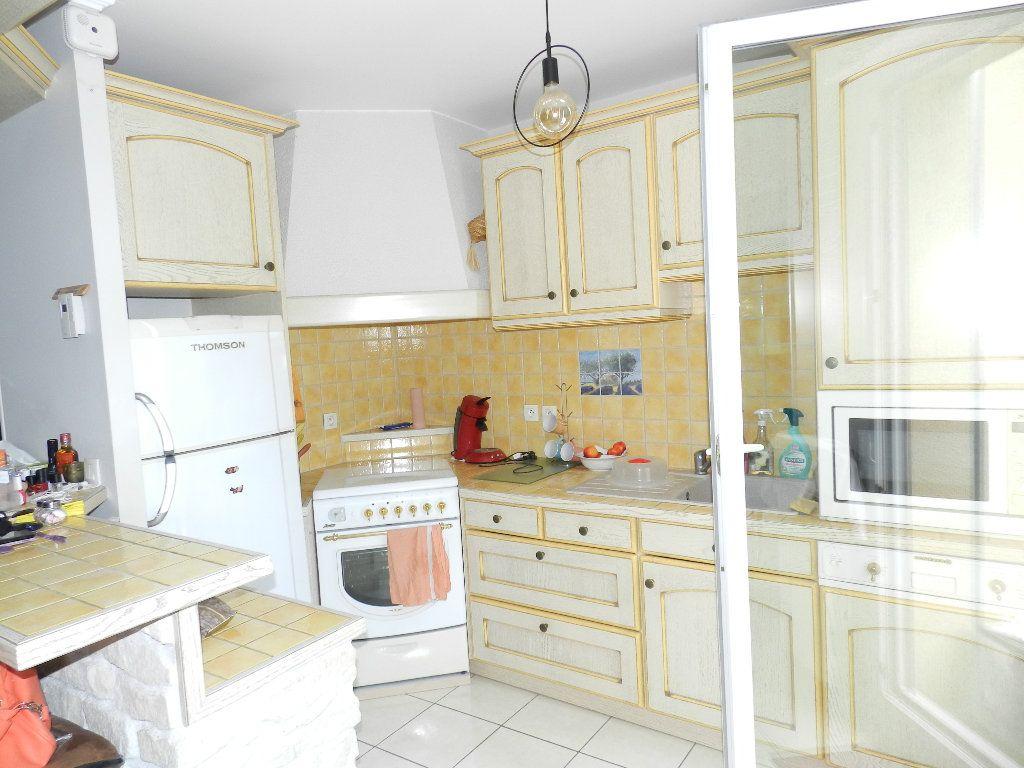 Appartement à louer 3 66.08m2 à Brie-Comte-Robert vignette-3