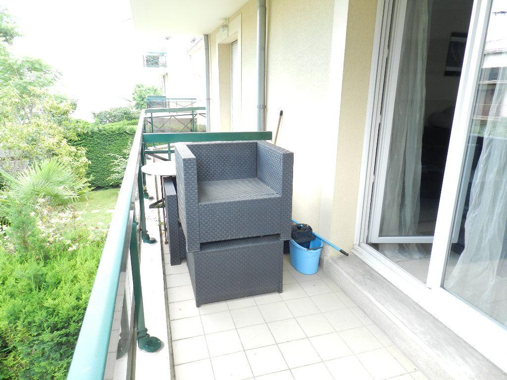 Appartement à louer 3 66.08m2 à Brie-Comte-Robert vignette-4