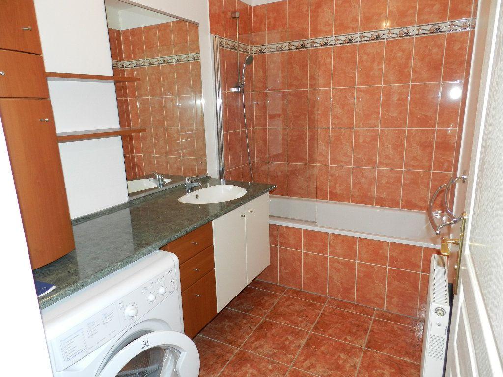 Appartement à louer 3 66.08m2 à Brie-Comte-Robert vignette-5