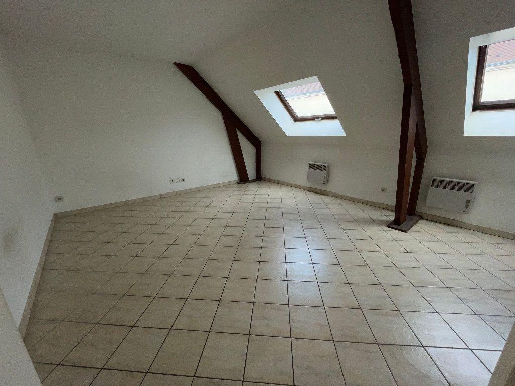 Appartement à louer 1 23.1m2 à Brie-Comte-Robert vignette-1