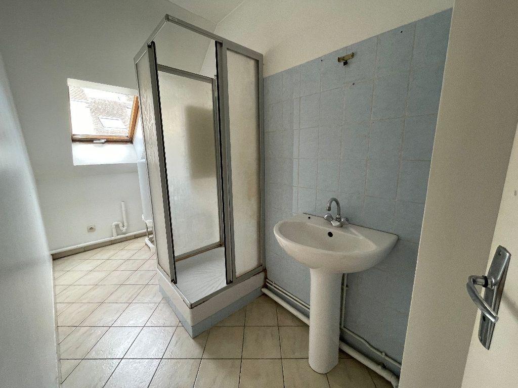Appartement à louer 1 23.1m2 à Brie-Comte-Robert vignette-3