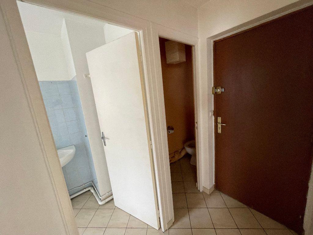 Appartement à louer 1 23.1m2 à Brie-Comte-Robert vignette-4