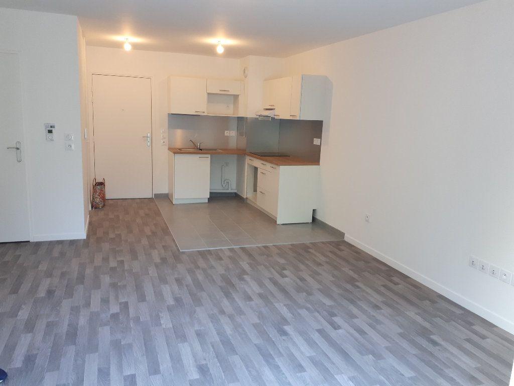 Appartement à louer 3 60.43m2 à Lieusaint vignette-1