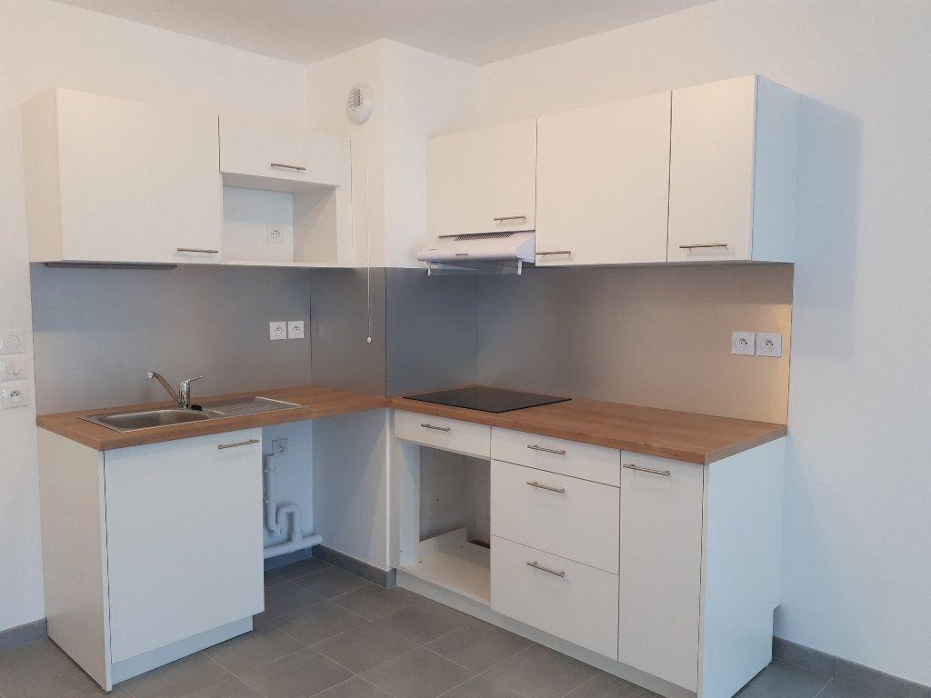 Appartement à louer 3 60.43m2 à Lieusaint vignette-4