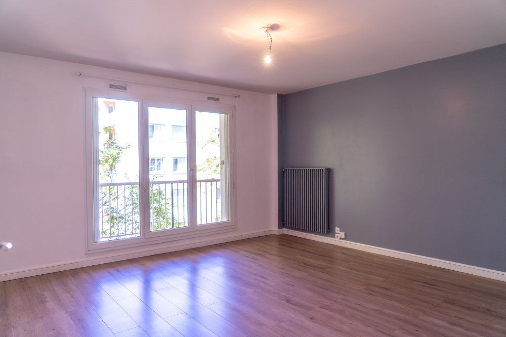 Appartement à louer 4 82m2 à Verneuil-sur-Seine vignette-1