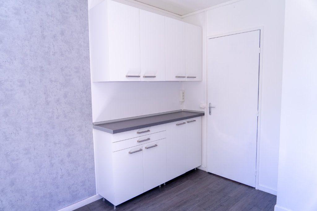 Appartement à louer 4 82m2 à Verneuil-sur-Seine vignette-5