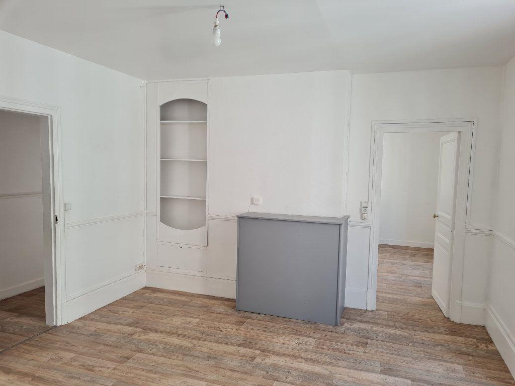 Appartement à louer 3 64.81m2 à Meaux vignette-1