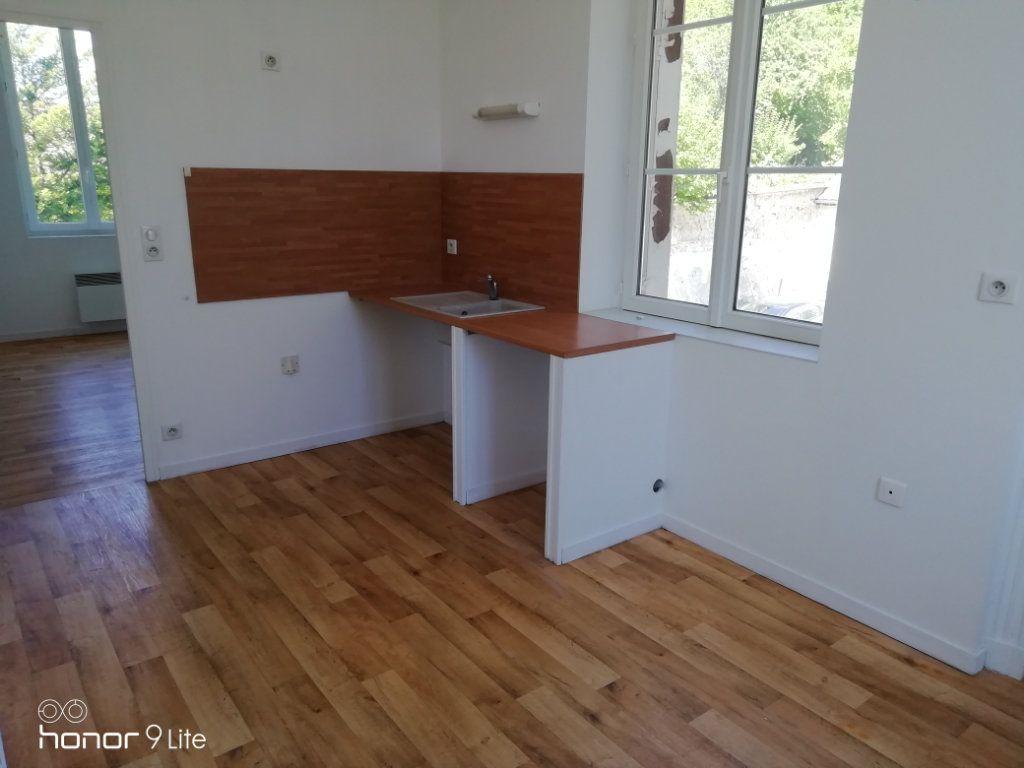 Appartement à louer 3 37.2m2 à La Ferté-sous-Jouarre vignette-3