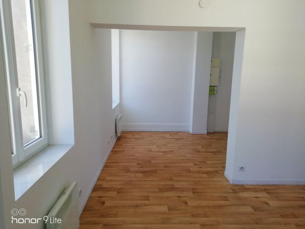 Appartement à louer 3 37.2m2 à La Ferté-sous-Jouarre vignette-5
