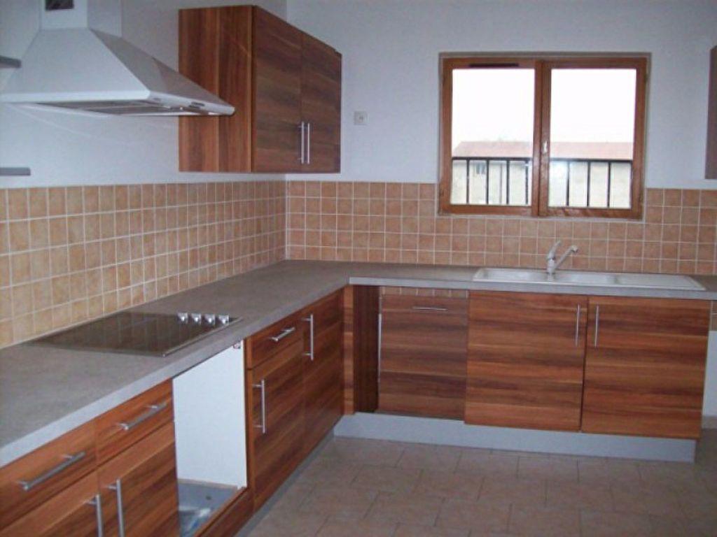 Appartement à louer 4 133.29m2 à Bussières vignette-2