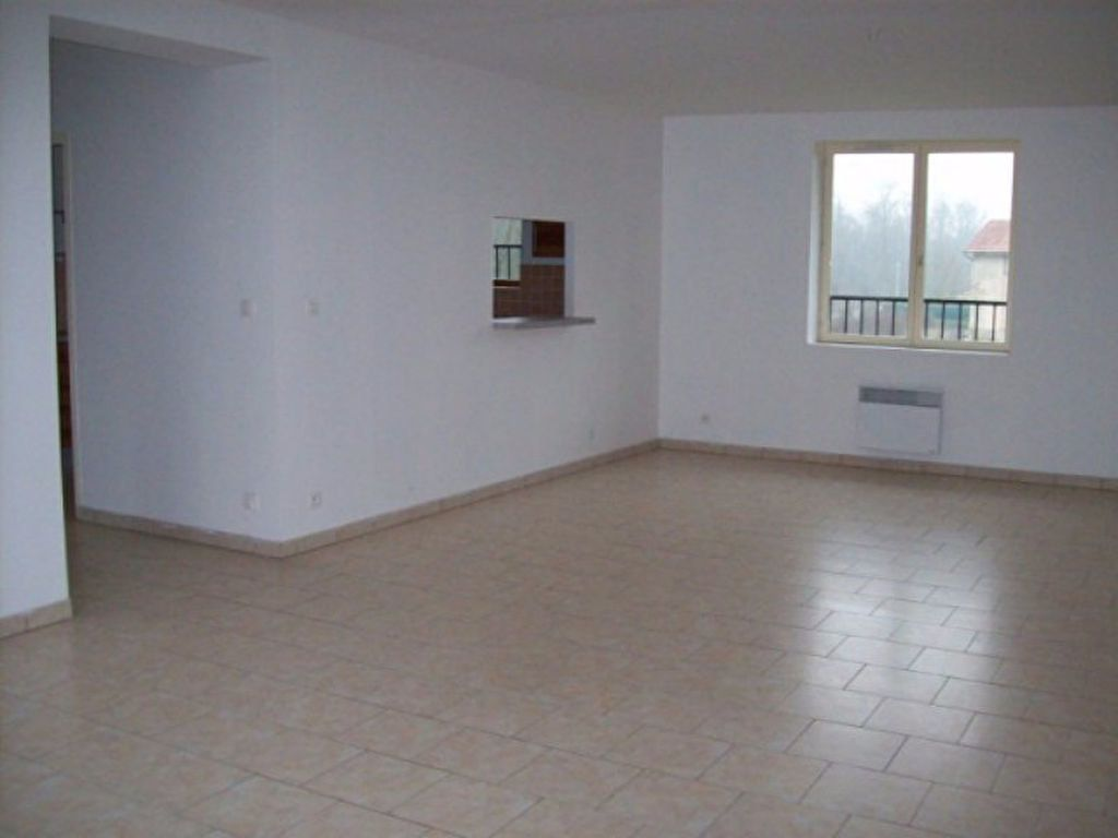 Appartement à louer 4 133.29m2 à Bussières vignette-3