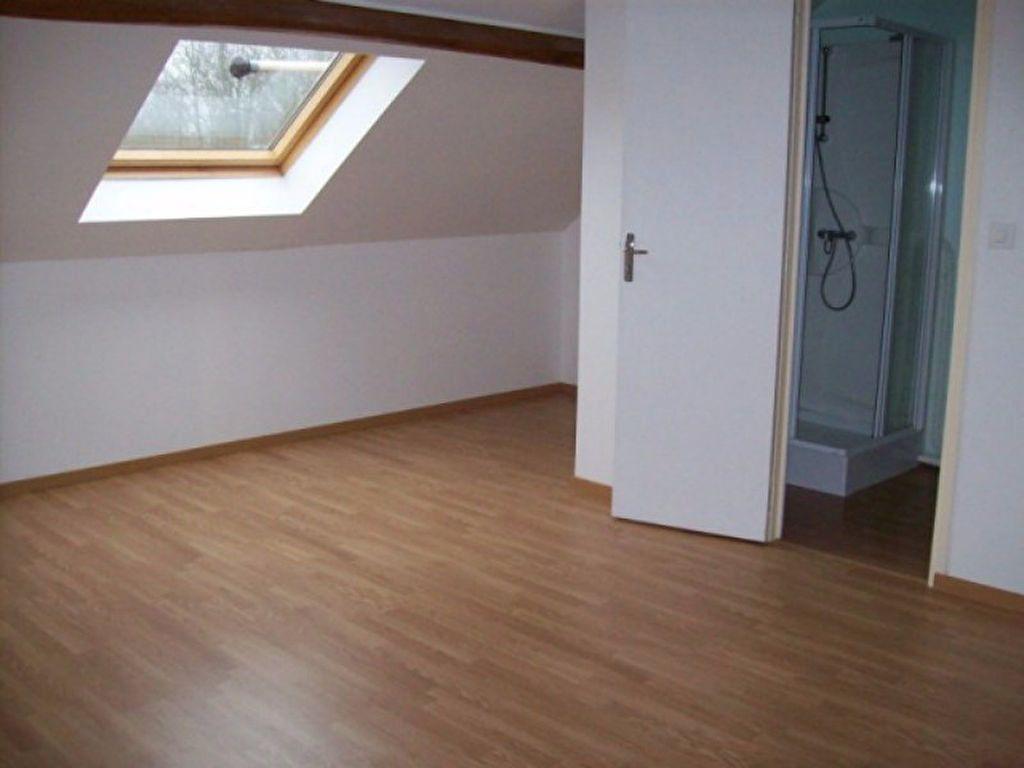 Appartement à louer 4 133.29m2 à Bussières vignette-4