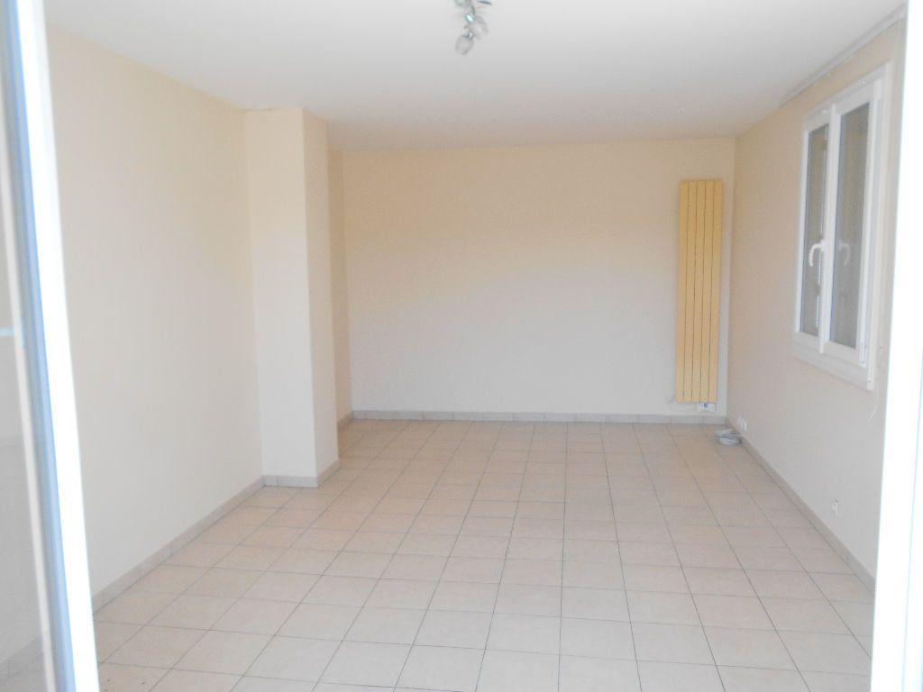 Appartement à louer 4 88m2 à La Ferté-sous-Jouarre vignette-4