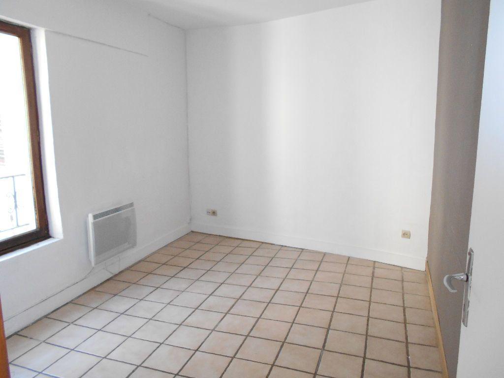Appartement à louer 2 27m2 à La Ferté-sous-Jouarre vignette-1