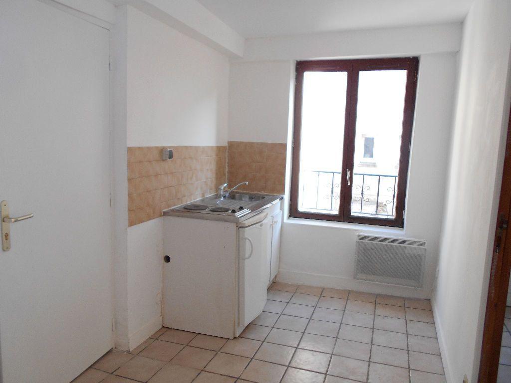 Appartement à louer 2 27m2 à La Ferté-sous-Jouarre vignette-2