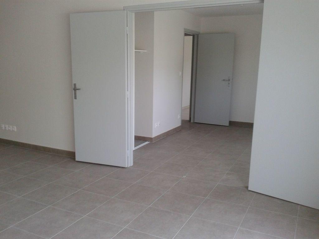Appartement à louer 4 87.38m2 à La Ferté-sous-Jouarre vignette-3