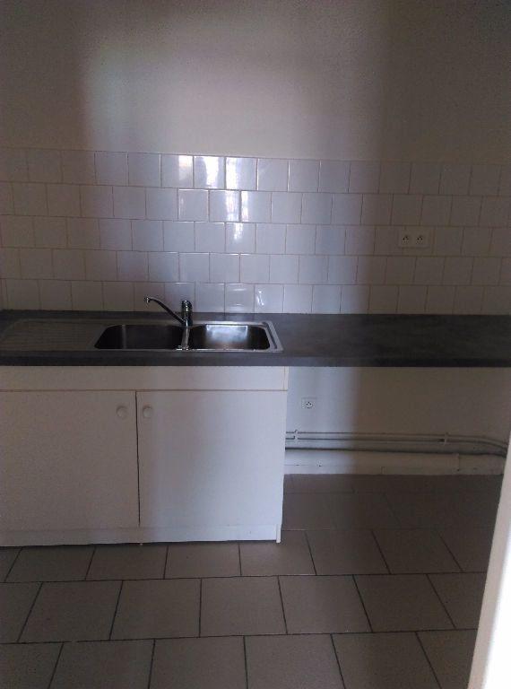 Appartement à louer 3 69.96m2 à La Ferté-sous-Jouarre vignette-4