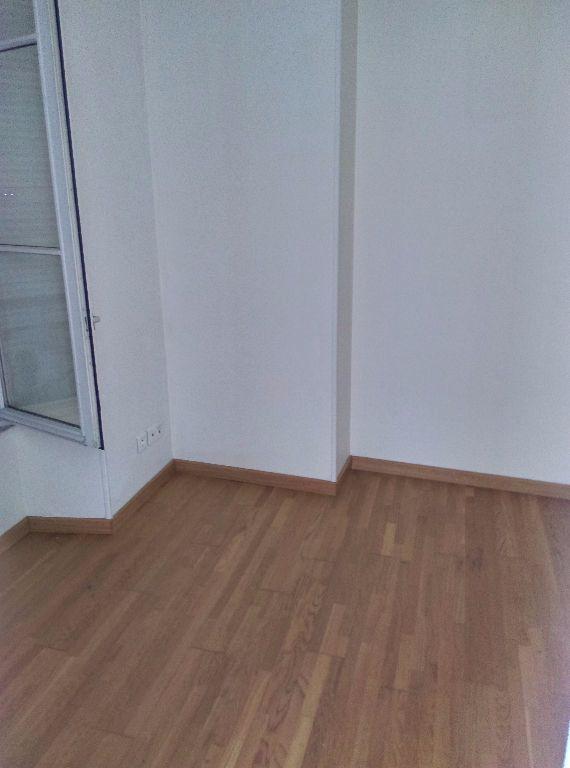 Appartement à louer 3 69.96m2 à La Ferté-sous-Jouarre vignette-11