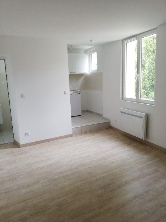 Appartement à louer 1 23m2 à La Ferté-sous-Jouarre vignette-1