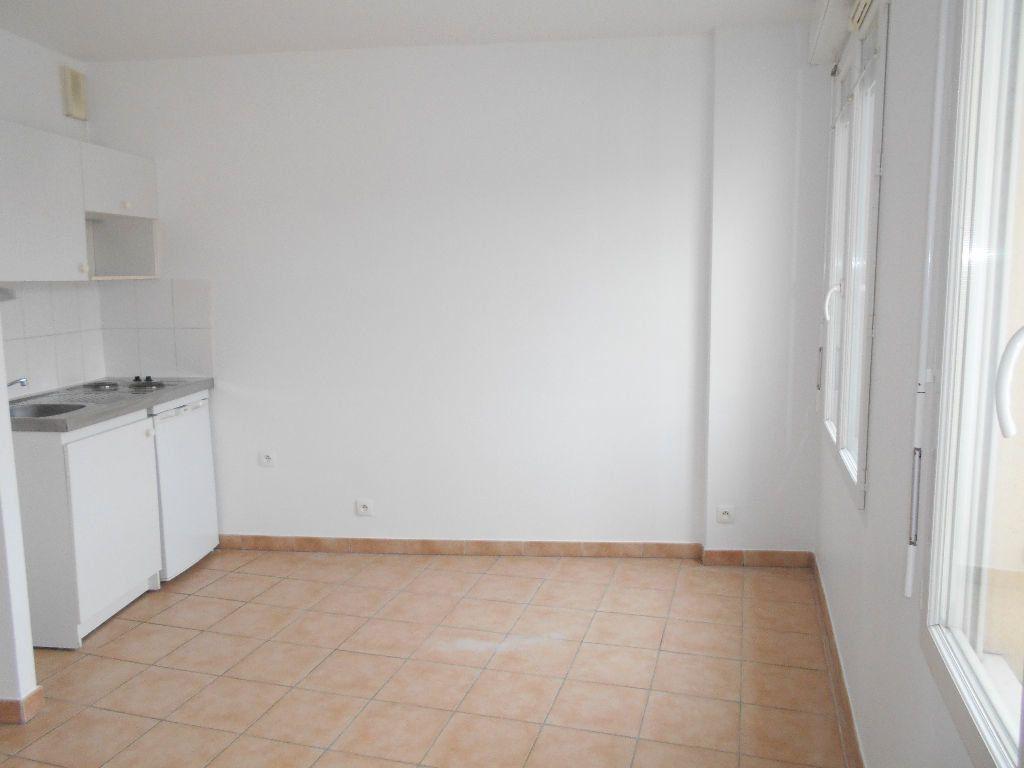 Appartement à louer 1 22m2 à La Ferté-sous-Jouarre vignette-2