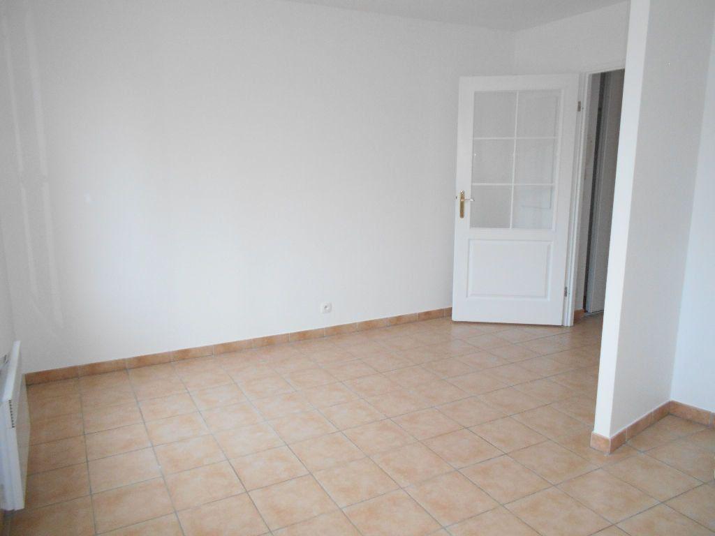 Appartement à louer 1 22m2 à La Ferté-sous-Jouarre vignette-3