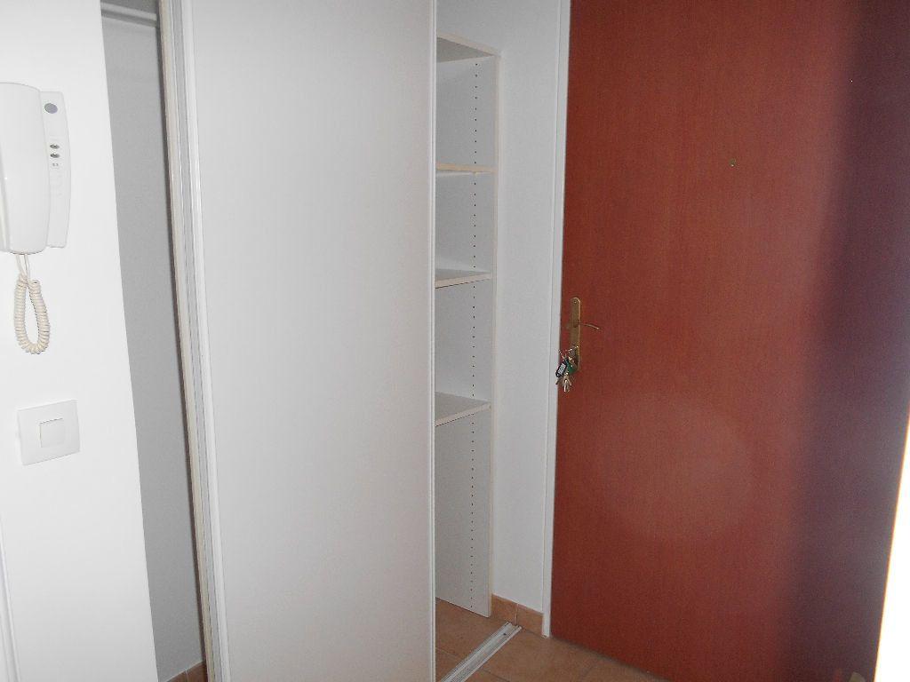 Appartement à louer 1 22m2 à La Ferté-sous-Jouarre vignette-4