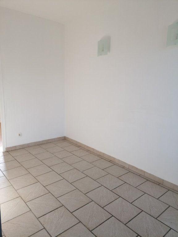 Appartement à louer 2 24.36m2 à La Ferté-sous-Jouarre vignette-3