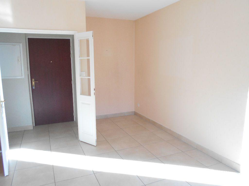 Appartement à louer 2 55m2 à La Ferté-sous-Jouarre vignette-1