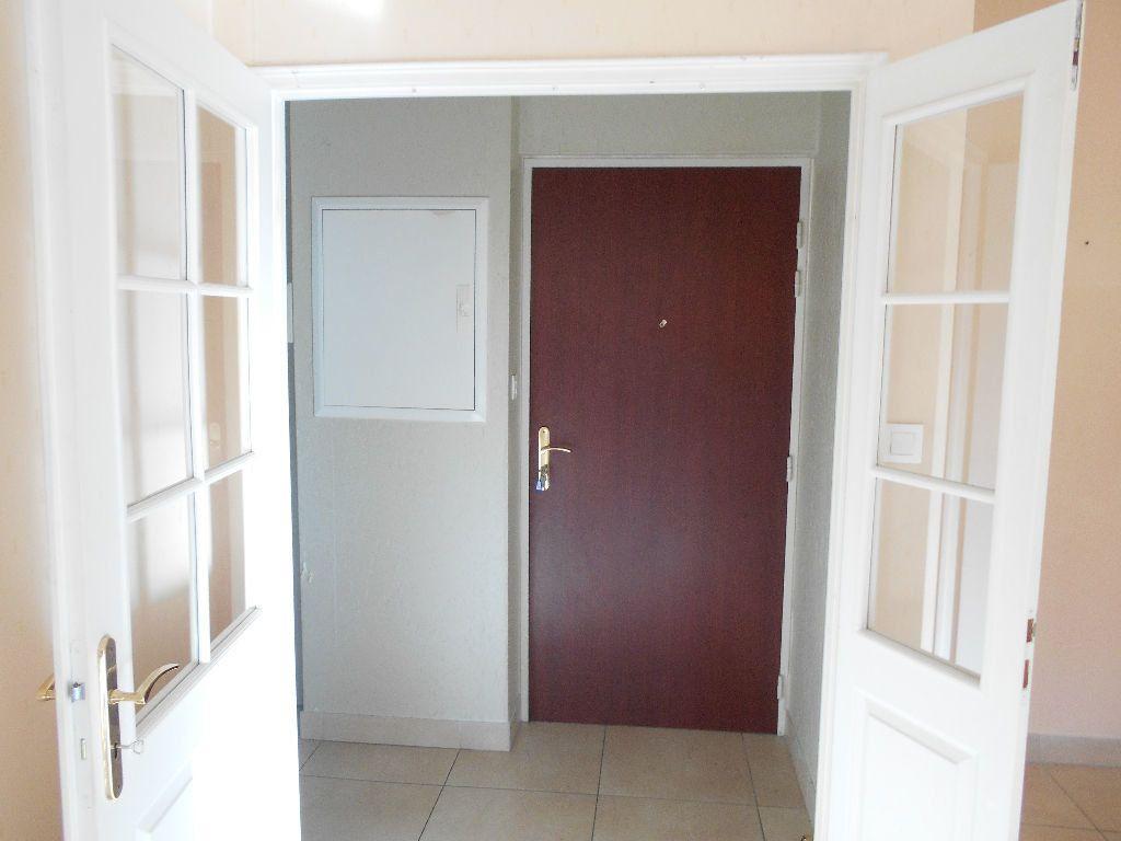 Appartement à louer 2 55m2 à La Ferté-sous-Jouarre vignette-2