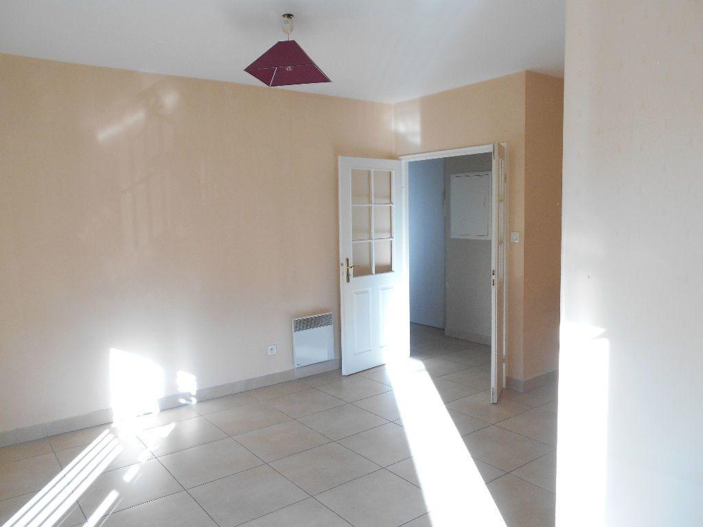 Appartement à louer 2 55m2 à La Ferté-sous-Jouarre vignette-3