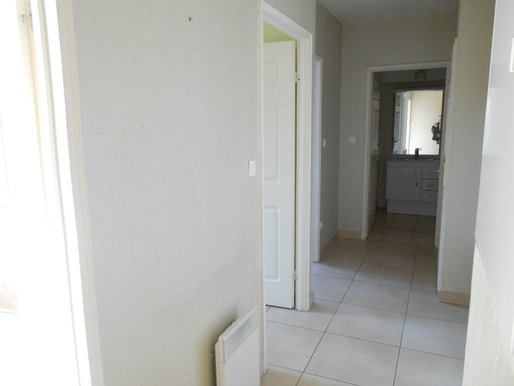 Appartement à louer 2 55m2 à La Ferté-sous-Jouarre vignette-5