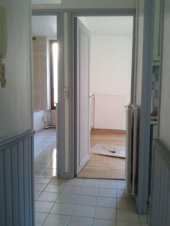 Appartement à louer 3 53m2 à La Ferté-sous-Jouarre vignette-9