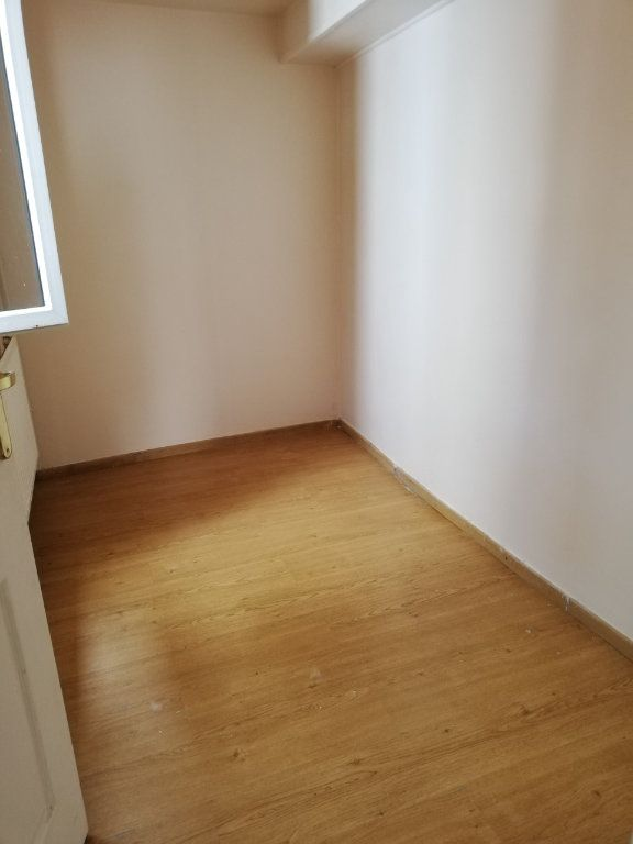 Appartement à louer 1 33m2 à La Ferté-sous-Jouarre vignette-3
