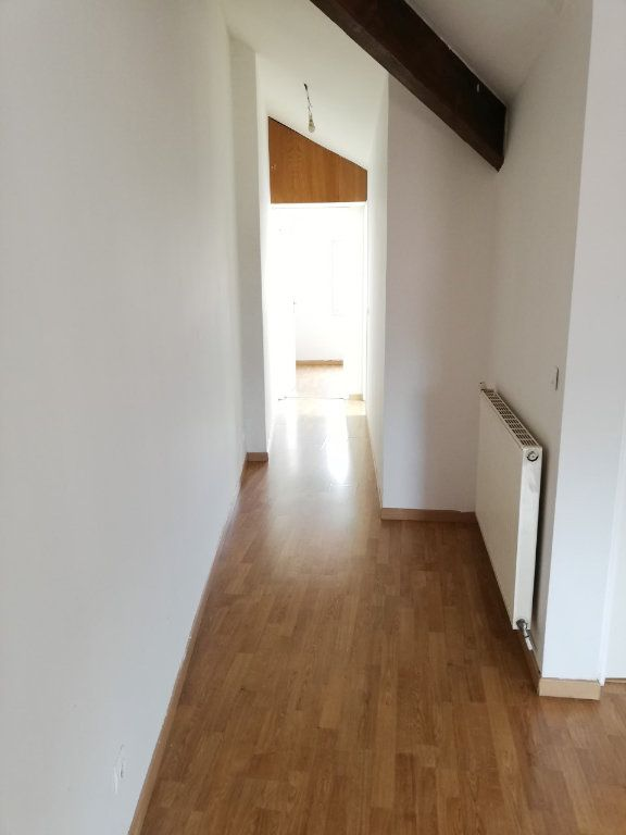 Appartement à louer 3 55m2 à La Ferté-sous-Jouarre vignette-3
