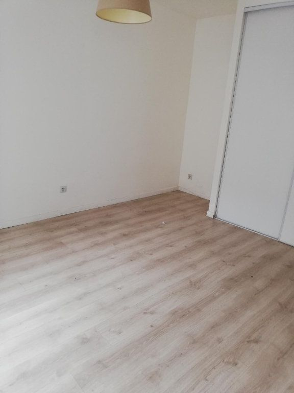 Appartement à louer 2 45m2 à Nanteuil-sur-Marne vignette-4